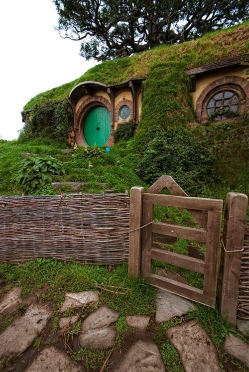 Hobbit House, New Zealand: The Shire, Green Doors, Dreams Houses, Hobbit Hole, The Hobbit, Hobbit Home, Hobbit Houses, Middle Earth, New Zealand