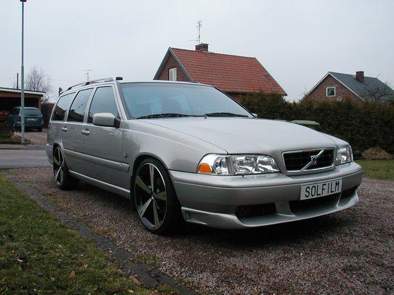 MEDIAWAGON's 1999 Volvo V70