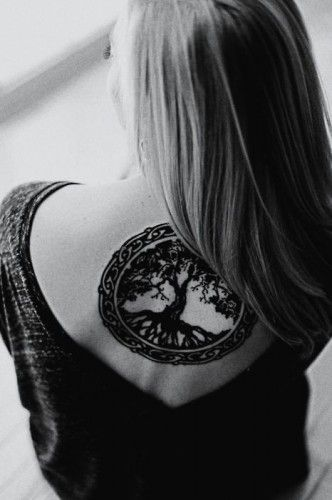 This is perfect. I absolutely love this....instead of making the tree celtic surround with a celtic ring....only I want it a bit smaller and I have to decide where....