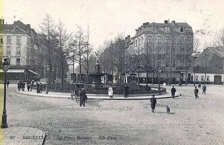 Constitution, la place Rouppe vit sa superficie doublée et fut raccordée dans l'axe de la rue du Midi à l'avenue de Stalingrad, tracée à l'emplacement de l'ancienne voie ferrée.  L'aménagement d'un square central entouré d'une grille de fonte de des rangées d'arbres date de 1884 et fur réalisé par l'architecte de la Ville P.V. Jamaer.  La place est dédiée à N.-J. Rouppe (1769-1838), 1er bourgmestre de Bruxelles de 1830 à 1838.