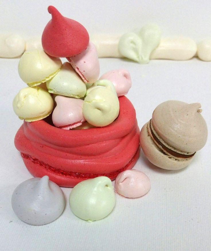 Πολύχρωμα μαρεγκάκια για παιδικά πάρτι | ION Sweets