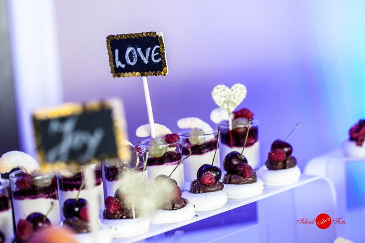 Bezele cu ganaj si fructe. Belvedere Events Center, Restaurant, Brasov 2016. Belvedere. Evenimente. Nunta. Botez. Candybar. Tarte. Fructe.