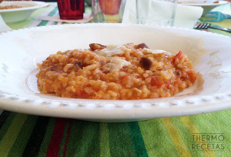 Risotto vegetariano, con tomate natural, berenjena, parmesano y albahaca. Riquísmo.