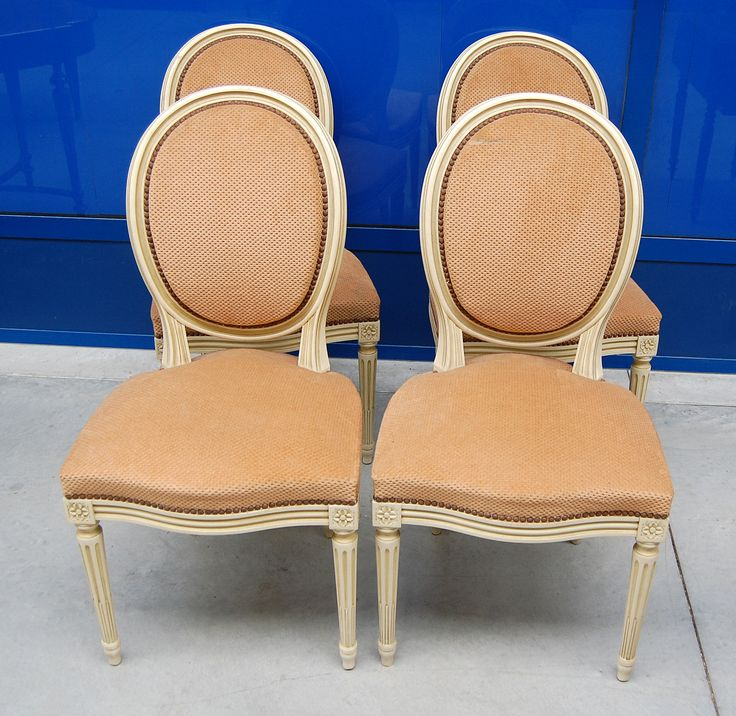 4 sedie laccate in stile Luigi XVI imbottite a medaglione