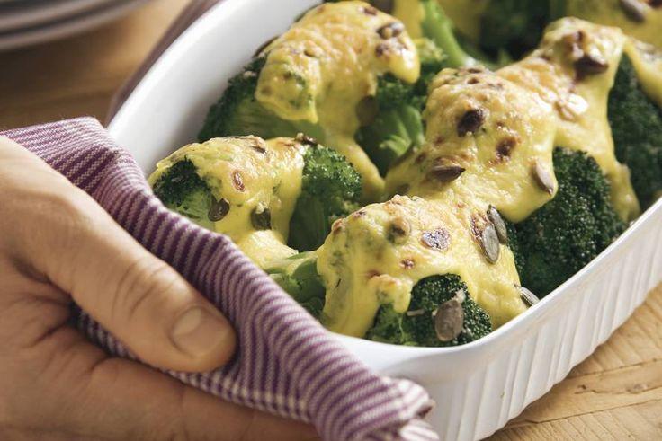 Kijk wat een lekker recept ik heb gevonden op Allerhande! Broccoli met kerrie-kaassaus