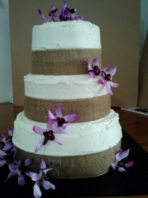 burlap wedding cake decorations 26 best images about wedding cake cupcakes on 12256