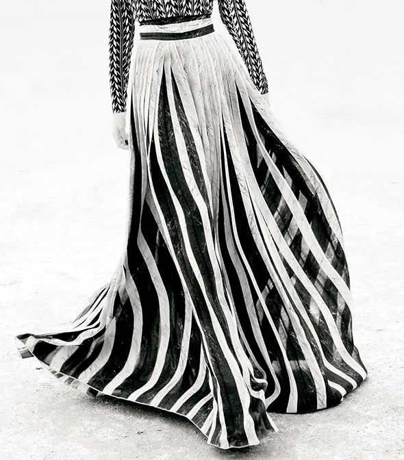 #PFW Black and white striped pleated maxi skirt. Photo: Claudia Fessler / ModeMajeure http://modemajeure.blogspot.fr/2013/01/fashionweek-paris-pret-porter-facing.html