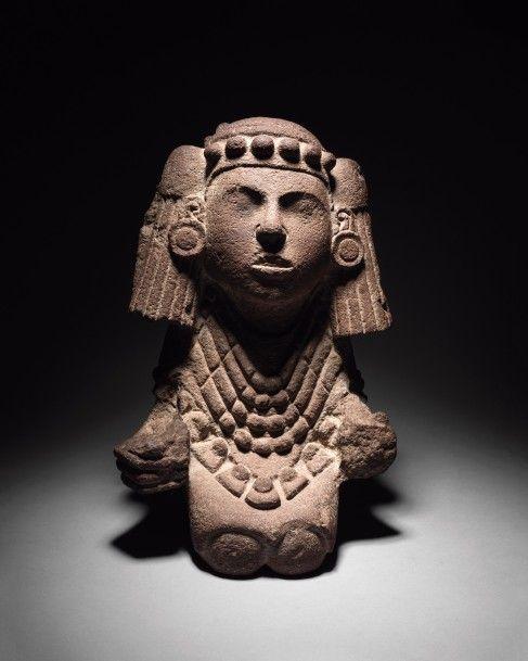 Culture aztèque, Haut Plateau central, Mexique, postclassique récent, 1325-1521, Chalchiuhtlicue, déesse de l'eau, andésite grise avec restes de cinabre, h. 42,5 cm. Frais compris : 562 500 €. Vendredi 19 juin, salle 1-7 - Drouot-Richelieu. Binoche et Giquello SVV. M. Blazy.