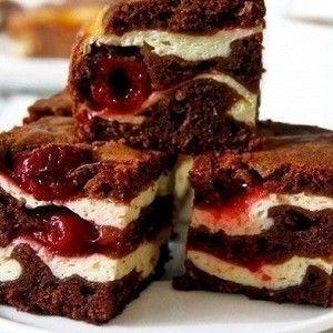 Шоколад поломать на кусочки. Растопить вместе с маслом, на водяной бане.