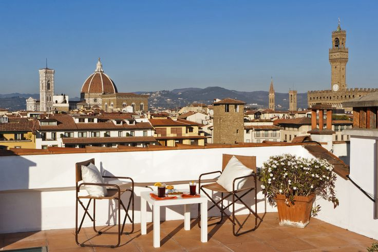 Pontevecchio Terrace: Recently renovated apartment in a combination of modern and classic style (120 sq.mt /1290 sq.ft terraces excluded) with 3 bedrooms that can sleep up to 3 people and has 3 bathrooms. #luxury #apartment #accommodation #florence #tuscany #italy #travel