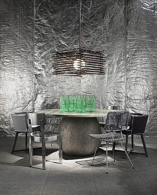 На выставке Salone del Mobile 2017 итальянская фабрика Gervasoni в сотрудничестве с легендарной итальянкой Паолой Навоне представила новую коллекцию мебели в легком и неформальном стиле casual. Особое внимание уделено цветам и текстурам тканей, используемых для стульев, кресел и диванов. #новости_дизайна #новинки_мебели #идеи_для_дизайнеров #столовая #дизайн_столовой #интерьер_столовой #стол #столы #столовая_группа #обеденный_стол #интерьер #декор #уютный_дом #красивый_дом #мебель