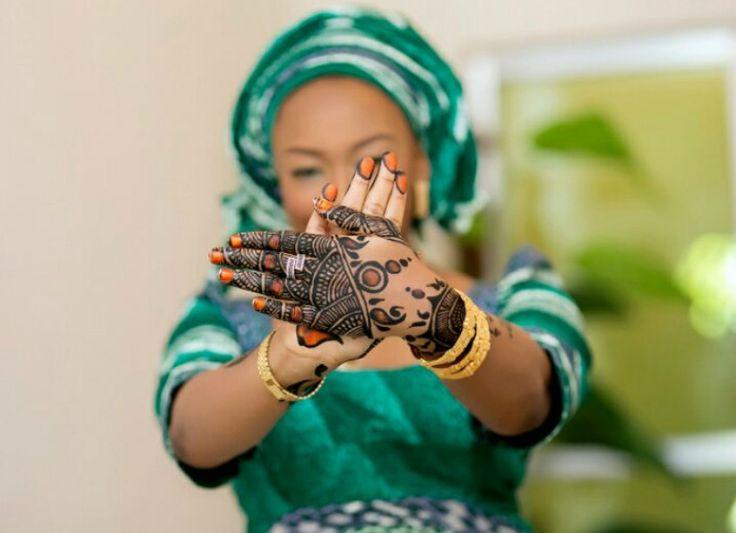 Tradition du henné : origines et significations pour les mariés http://www.tropics-magazine.com/culture/tradition-henne-origines-significations-maries/ via @TropicsMagazine