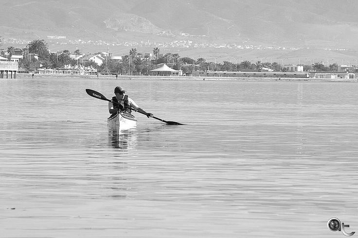 Slow - #cagliari #poetto #public #beach #sardinia #blackandwhite #nikontop #andreaturno #seascape #calm #peace