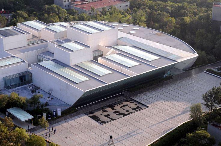 ¿Sabías qué? El terreno donde se construyó el museo era un estacionamiento y suma el edificio un total de 13,947 metros cuadrados de construcción en dos niveles. Fotografía por Marco Mijares #UNAM #CCU #MUAC www.muac.unam.mx/