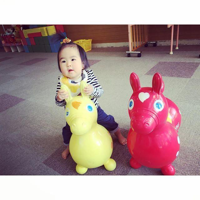Instagram media mai_cocoro - お弁当持参で 支援センターで 思いっきり遊ぶ日々・・・・ #親バカ#親ばか #親バカ部 #親ばか部 #女の子 #生後11ヵ月 #もうすぐ1歳 #由菜々 #支援センター #ロディ #baby #babygirl #ig_baby #ig_babygirl #ig_oyabaka #rody #babyniece #babynephew