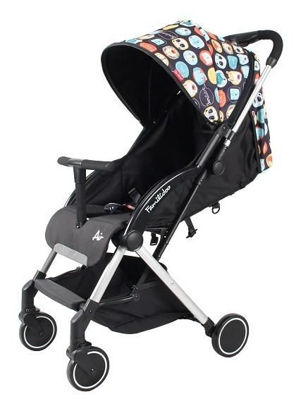 Lightweight one-handed fold stroller. With its one-hand fold and unfold mechanism this is the ideal light travel buggy.