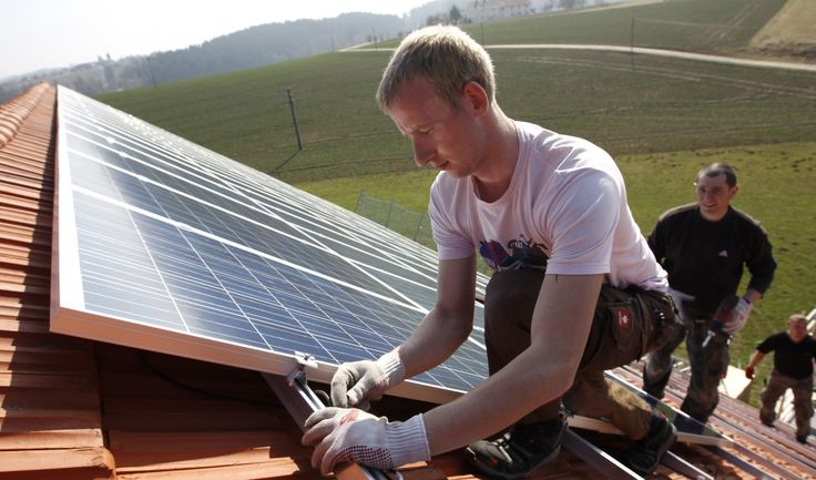 How do you catch the sun to make electricity at night? This German inventor has an answer. | Public Radio International