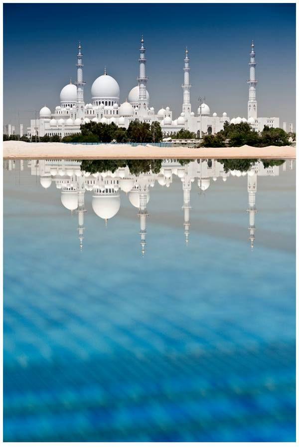 Sheikh Zayed Mosque, Abu Dabi. Let Uniglobe Travel Designers help plan your next adventure! www.uniglobetraveldesigners.com