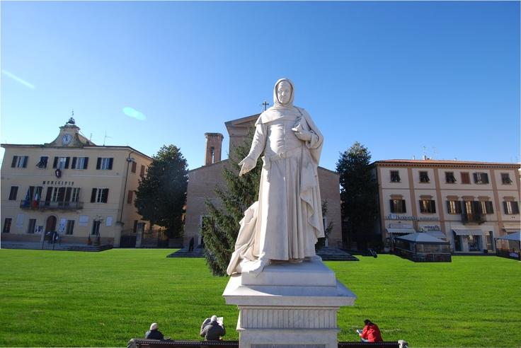 Piazza Boccaccio come un giardino.