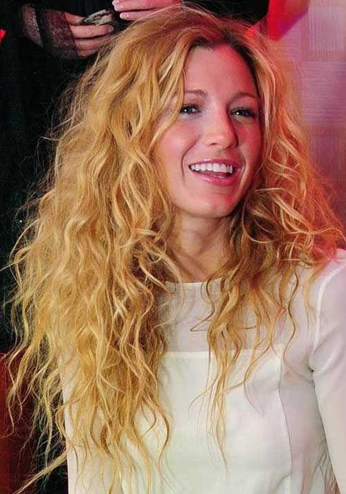 Serena Van Der Woodsen! Wow can I please have her hair ...