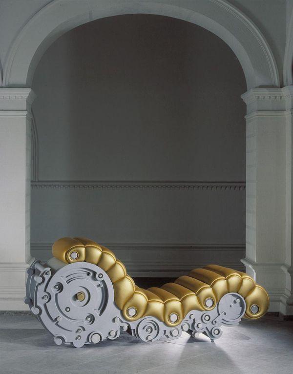 Roberto Fallani. Il est connu pour son approche inhabituelle du mobilier d'art exclusif.