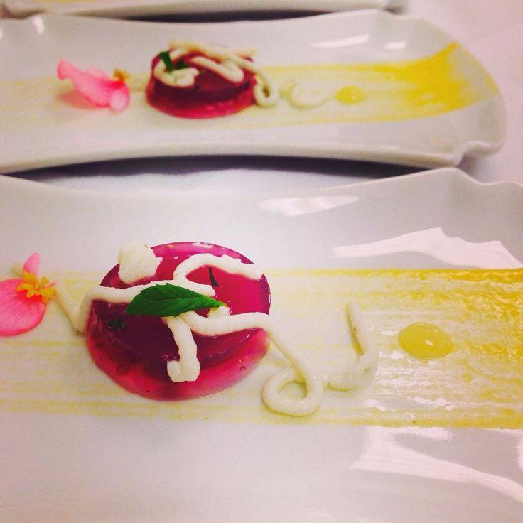 Now doesn't this look great? A NARR restaurant amuse-bouche made out of grape gelly, mango and goatcheese spaghetti… created by Chef Mesut! Muhteşem gözükmüyor mu sizce? Şefimiz Mesut tarafından hazırlanan muhteşem bir tabak!  #sheraton #bursa #sheratonbursa #hotel #narr #restaurant #amusebouche #chefs #passion #gastronomy #betterwhenshared
