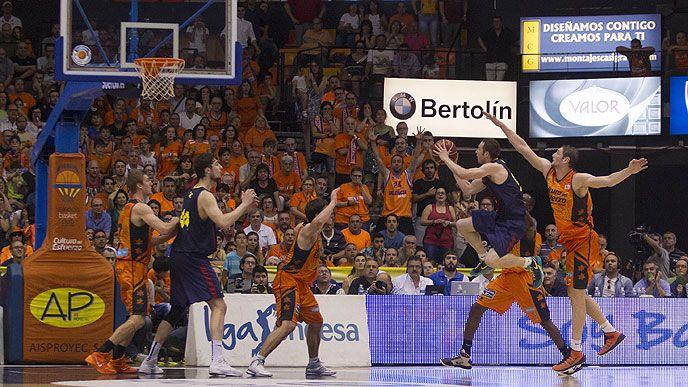 Στους τελικούς με buzzer beater του Huertas #barcelona