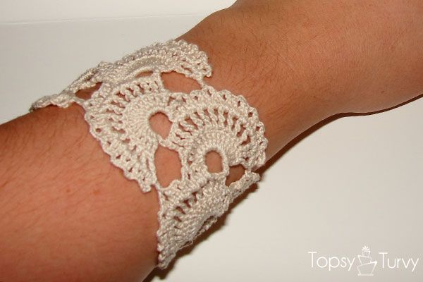Queen Anne's lace thread crochet bracelet pattern- pinterest challenge