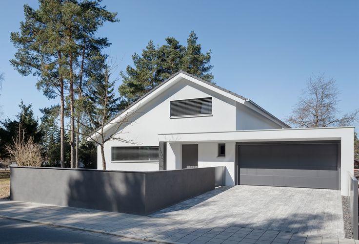 Hausbau ideen mit garage  Die besten 20+ Doppelgarage Ideen auf Pinterest | Schuppen Design ...