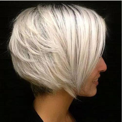 #Farbbberatung #Stilberatung #Farbenreich mit www.farben-reich.com Gestapelte weiße Blonde Bob (Diy Cutting Board Nail Polish)