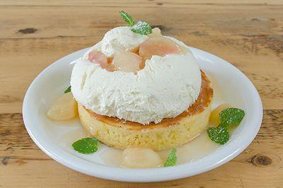 カフェ アクイーユに季節限定「桃のレアチーズパンケーキ」が登場。2016年6月1日(水)から7月19日(火)まで、カフェ アクイーユ 恵比寿、横浜で発売される。全国パンケーキランキング1位の座を誇る同...