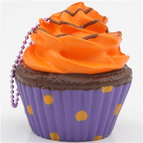 Zucca di Halloween glow in the dark di colore arancione e una glassa al cioccolato da Puni Maru... kawaii