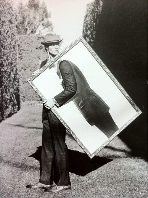 #12 MIJN MENING: Erg uniek gebruik van een schilderij! Het is net als die grote borden waar je je hoofd door kan steken, maar hier is het met een arm. Je kan zo die arm verschillende dingen laten doen voor meer ideeën met het schilderij.  Marcel Duchamp. just admired this the other day!
