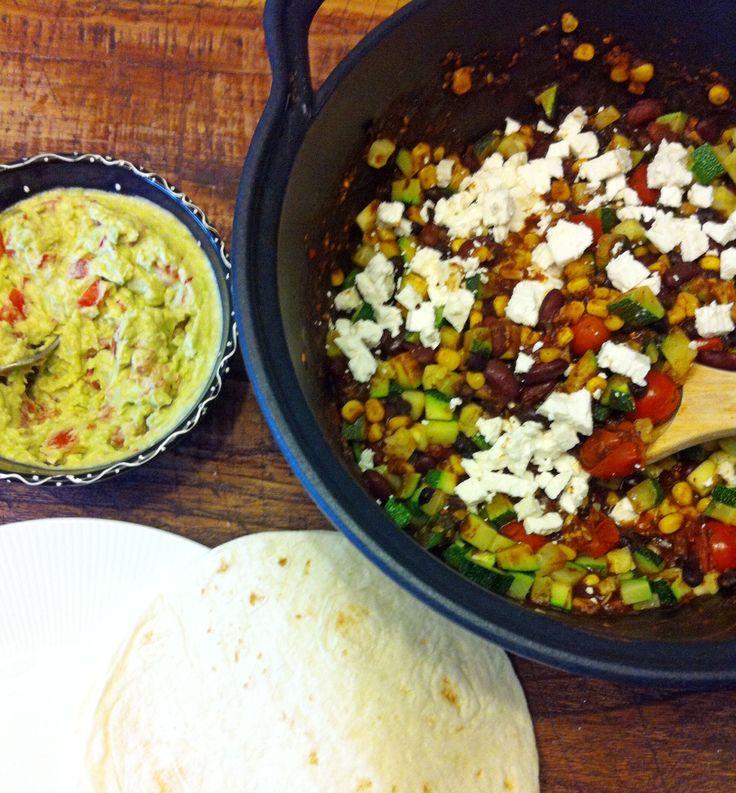 Mexicaanse zwarte bonen chili met courgette en feta