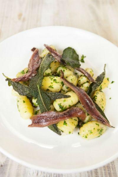 Recept Ansjovis met gnocchi en salie | ELLE Eten