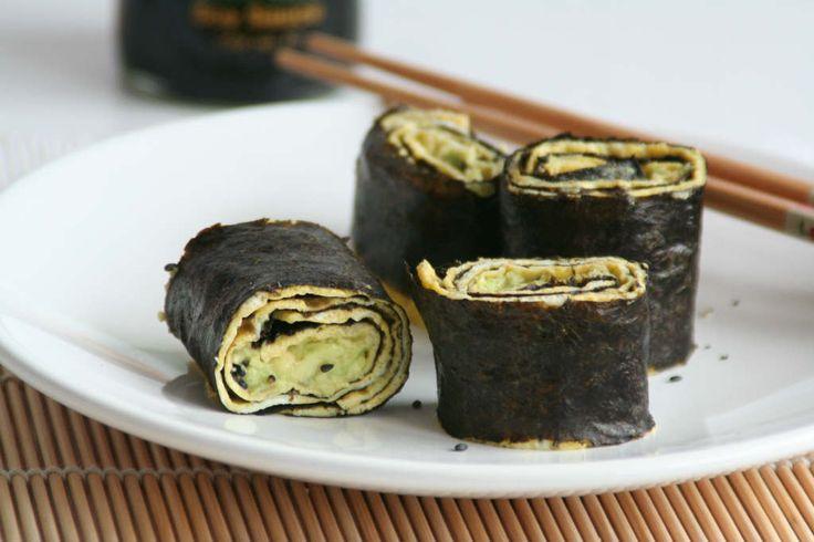 Omelet sushi wraps is een makkelijk, snel en goedkope variant op sushi. Lekker als lunch of als hapje bij een feestje.