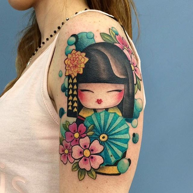 #tattoo #tattoocolor #ink #kokeshi #doll #japan #girl #tattooartist #sardinia #stigmatattoo #manolaluzzaro  #kokeshitattoo