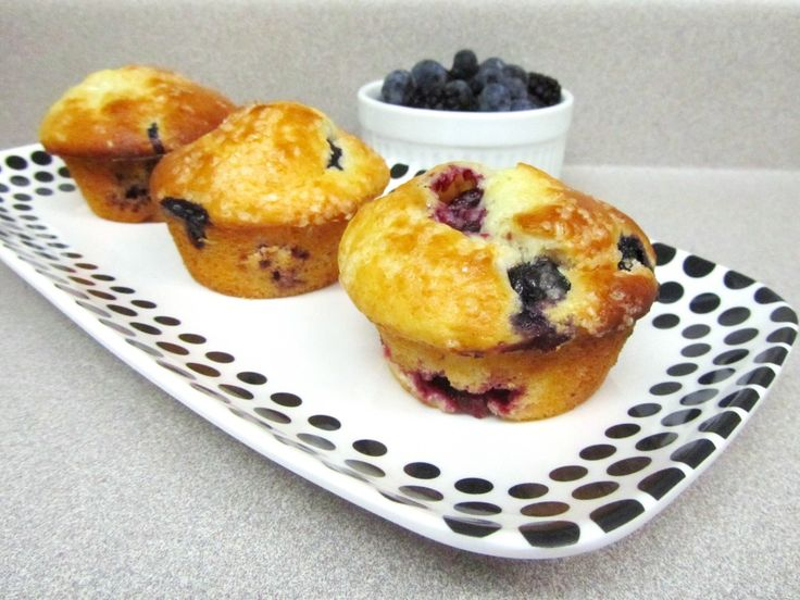Bursting with blueberries & blackberries!: Blueberry Blackberries Muffins, Cupcake, Blueberries Blackberries, Greek Yogurt Muffins, Yummy, Blackberries Recipe, Families Approv