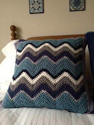 Zig-Zag Pillow, free pattern by Lion Brand Yarn.  Great way to use up yarn from an afghan project to get a color-matched pillow.  Pic from Ravelry Project Gallery.  . . . .   ღTrish W ~ http://www.pinterest.com/trishw/  . . . .    #crochet #ripple #chevron
