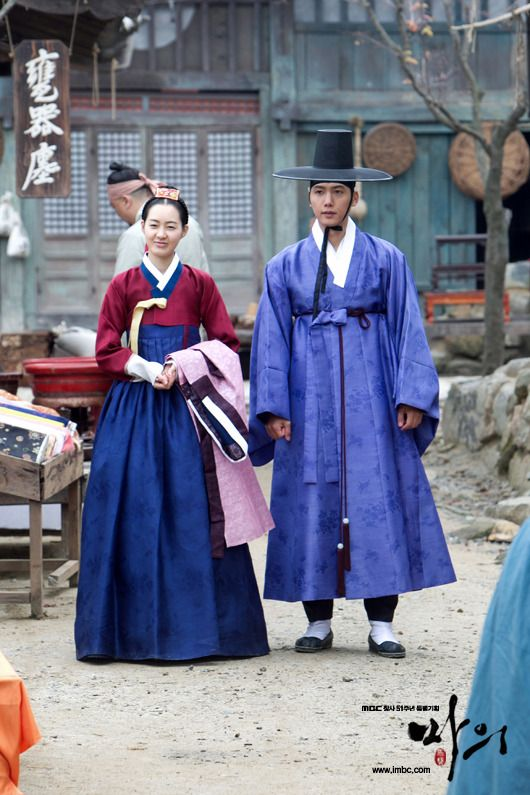 The King's Doctor(Hangul:마의;hanja:馬醫;RR:Ma-ui; lit.Horse Doctor) is a 2012South Koreantelevision series depictingBaek Gwang-hyeon(1625–1697), Joseon Dynasty veterinarian, starringJo Seung-wooandLee Yo-won. It aired onMBC.The life of aJoseon-era low-class veterinarian specializing in the treatment of horses, who rises to become the royal physician in charge of the King's health. 이성하와 강지녕