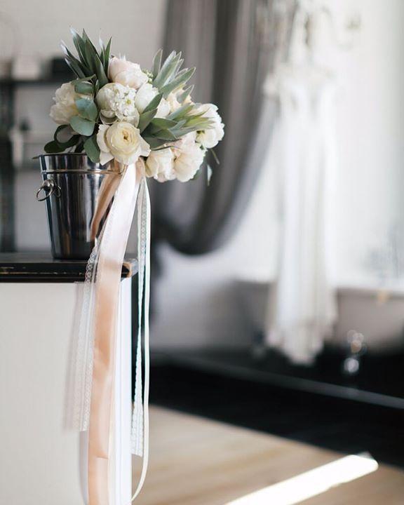 En | Ru    We want peonies to stay trendy in wedding fashion another one hundred years. This is love!  Мы хотим чтобы пионы оставались в тренде свадебной моды еще лет сто. Это любовь! #fontanawedding #antonwelt #peonies #weddingbouquet #florals #decor #weddingdecor #weddingphotographer #weddingphotography