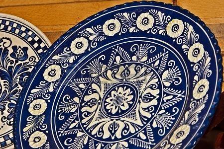 Roemeense traditionele aardewerk in het dorp Corund, Transsylvanië Stockfoto - 18840713