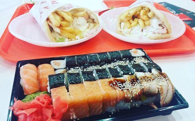 Роллы и гирос-стандартный набор еды, когда гуляю с Танюшкой)) #food  #foodporn  #yum  #instafood  #munchies  #amazing  #like4like #instagood  #food  #eating #l4l #foodpics  #eat #like #hungry  #foods #sushi  Yummery - best recipes. Follow Us! #foodporn