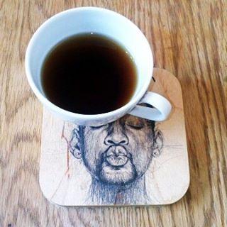 Доброе утро! Горячий кофе приятно поставить на персональную подставку. Да да! Как всегда-дизайн. Материалы- фанера клей войлок(в качестве подложки) ну и фотопринт. Творческого настроения!#design #dekor #17комнат@17komnat #КоноваловаНаталия #interiordesign