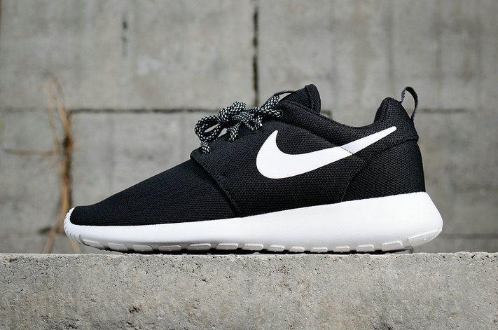 premium selection d2f53 f279d Youth Big Boys Nike Roshe Run One Black White 844994 002