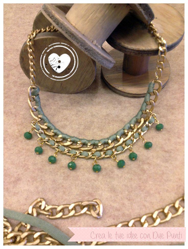 collarino con catena e cristallini charms