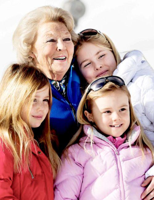 koninklijkhuis:  Dutch photoshoot in Lech, Austria, February 23, 2015-Princesses Alexia, Ariane and Amalia with their grandmother Princess Beatrix