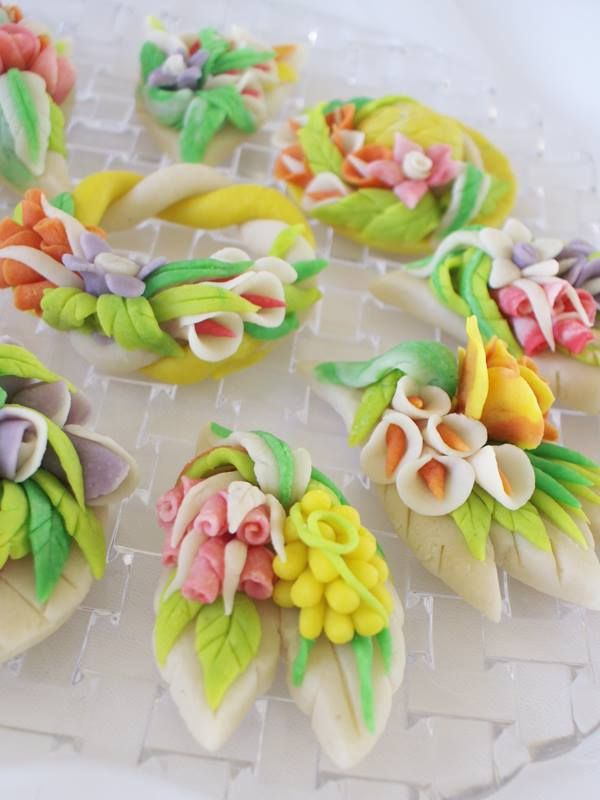 Οταν το μεράκι γίνεται επάγγελμα,τότε και το αμύγδαλο μαζί με την ζάχαρη γίνονται μικρά έργα τέχνης. Ολα τα γλυκά είναι χειροποίητα και φτιάχνονται με πολύ αγάπη για όλες τις περιπτώσεις, για μικρούς και μεγάλους!!!!!