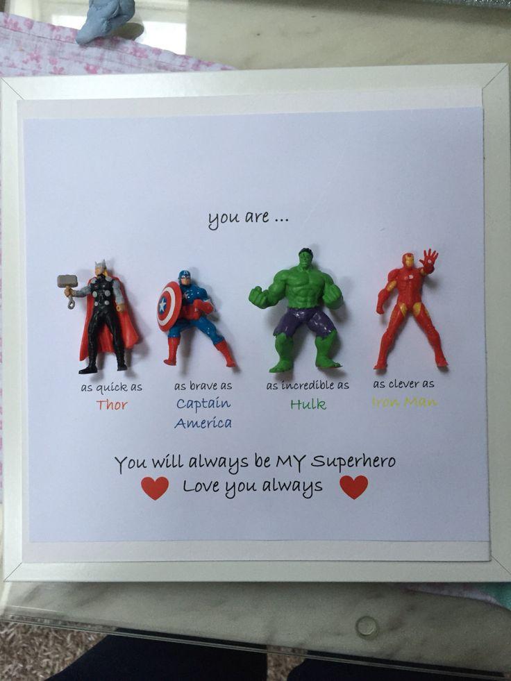 Avengers Superhelden Figuren Rahmen Geschenk. Ideal für den Vater, Bruder, Sohn, Neffe, Freund, Ehemann. Vatertag Geschenk zum Geburtstag oder zu Weihnachten