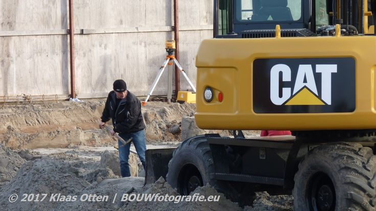 Ondanks machinaal #grondverzet blijft handwerk onontbeerlijk! 😉#Hofdame #DenHelder || www.facebook.com/bouwbedrijfweblog